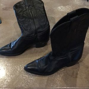 Black leather cowgirl boots